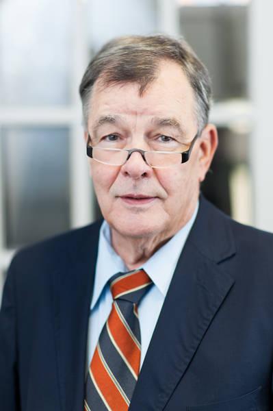Rechtsanwalt und Notar Manfred Müller